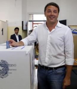 Matteo Renzi al voto lo scorso anno per le elezioni europee
